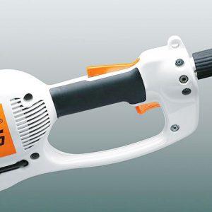 Sécurité et bouton des gaz d'une élagueuse électrique