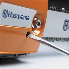 Réglage de la tension d'une chaîne de tronçonneuse Husqvarna